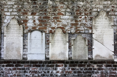 headstones-brick-wall-colonial-park-cemetery-savannah-0039