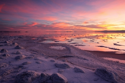great-salt-lake-sunset-salt-covered-rocks-rozel-point-0252
