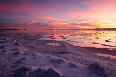 great-salt-lake-sunset-salt-covered-rocks-rozel-point-0252